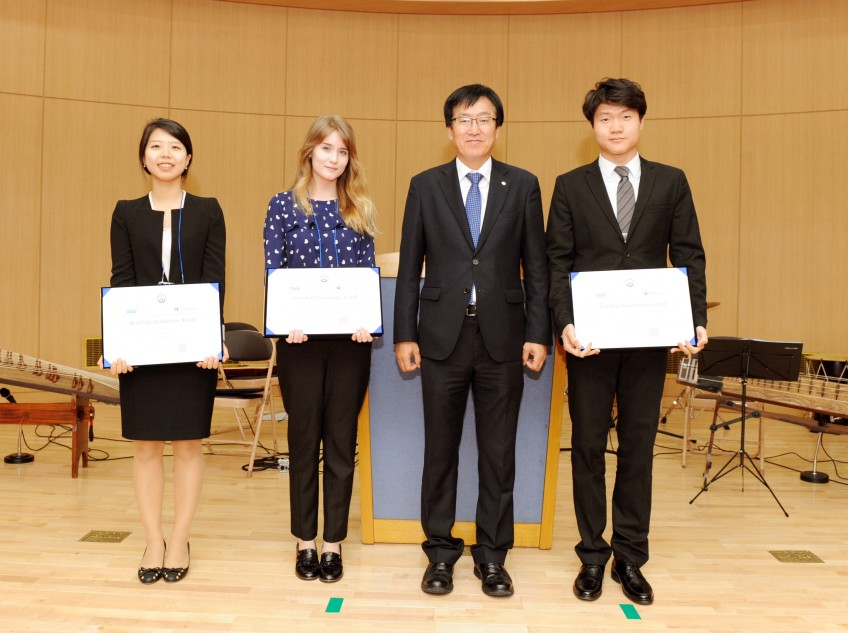 "Ms. Jungryang Kim got a prize of ""Best Oral Presentation Award"" in ISAE2015.博士課程学生のキムさんが国際会議で受賞."